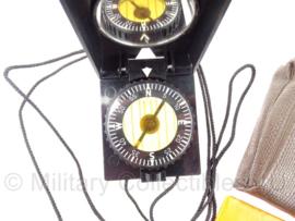 DDR kompas met bruin hoesje - marschkompass F73 - origineel