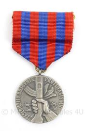 Tsjechische medaille veteranen bond - chekoslovakia Veteran Bond - afmeting 4 x 8 cm - origineel