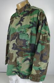 Korps Mariniers uniform jas woodland - vorig model met groene schouderstukken - maat Large-Long - origineel