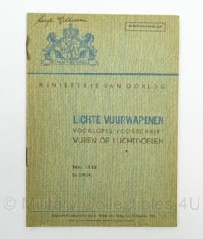 MVO Chef der Generalen Staf  Voorschrift nr. 1515 uit 1947 Lichte Vuurwapenen - afmeting 12 x 17 cm - origineel
