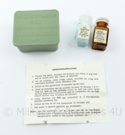 Defensie water sterilisatie set 1991 met thio tabletten  en chloor tabletten - 3 x 5 x 5 cm - origineel