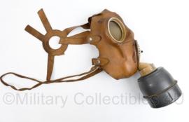 Frans gasmasker met filter - model Le Gallus - ter decoratie - origineel