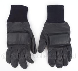 Britse extra beschermende handschoenen - maat 8 tm. 10 - origineel