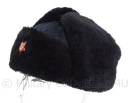 Leger bontmuts - ZWART met USSR ster- maat 52 tm. 55 cm. - origineel!