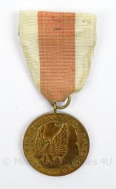 Poolse medaille voor Verdienste ter Verdediging van het land Poland Merit National Defence Military Medal - afmeting 4 x 10 cm - origineel