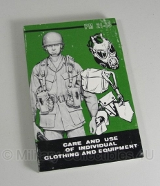 Boek FM21-15 car and use of clothing & equipment 1977 - origineel