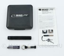 Mini Maglite Solitaire set mini zaklamp Defensie D Compagnie Schoolbataljon 7 december - NIEUW - 9 x 9 x 2 cm - origineel