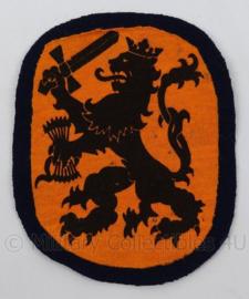 KL Landmacht embleem oranje met leeuw - afmeting 9 x 12 cm - origineel