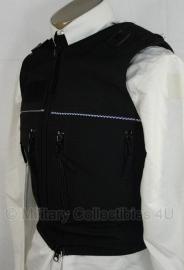 Britse politie kogel- en steekwerend vest hoes- (zonder inhoud) - model met 4 verticale ritsen - merk Meggitt - maximaal maat M - origineel