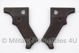 MG42 en MG53 (passen ook op MG3) handgrepen - Bakeliet - origineel net naoorlogs