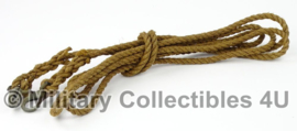 Leger touw 9mm / 3,80 meter met 2 karabijnhaken - origineel