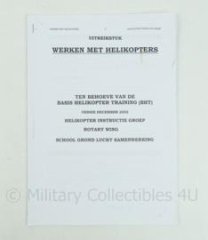 Korps Mariniers naslagwerk uit 2002 - handout werken met helicopters - origineel