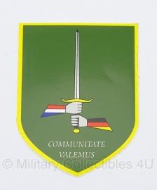 Sticker Duitse-Nederlands Korps 1 (German/Netherlands) Corps Communitate Valemus 9 x 7 cm. - origineel