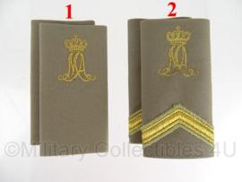 KL Nederlandse leger MA Militaire Academie schouderstukken regenjas bruin - gouden letters - verschillende rangen - origineel