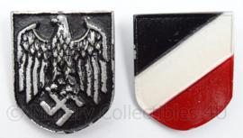 Tropenhelm emblemen PAAR  metaal - adelaar en driekleur schild metaal