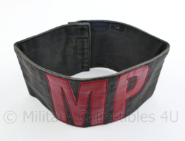 Britse Military Police armband rood op zwart  - 19,5 x 8 cm - gebruikt - origineel