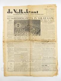 krant De Volkskrant van 3 februari 1953 Watersnoodramp Reddingswerk in volle gang - origineel
