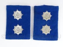 Gemeentepolitie schouder epauletten met logo zwaardje - rang Inspecteur Ambtenaar 3e klasse - afmeting 5 x 8 cm - origineel