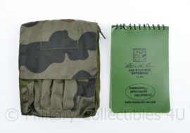 Defensie en Korps Mariniers Noorloos Woodland tasje met all weather schrijfblok - 16 x 12 x 5 cm - nieuw - origineel