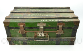 Vintage Decoratieve reiskoffer zonder sleutel  - verzonden via passagiersschip de MS Sibajak - schip in dienst 1928- 1959 - 40 x 65 x 29 cm - origineel