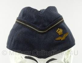 KLU Koninklijke Luchtmacht officiers schuitje met insigne - maat 56 of 57 - origineel