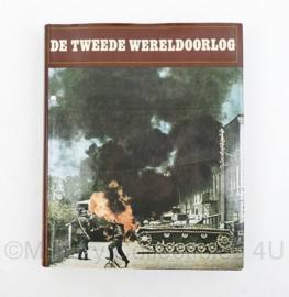 Naslagwerk De Tweede Wereldoorlog uit serie 7000 jaar wereldgeschiedenis