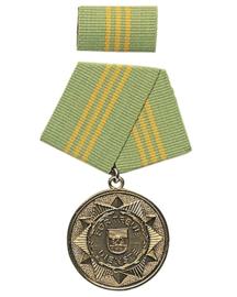 DDR medaille in doosje - groen lint met gele streepjes - voor decoratie op uniform