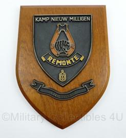 KL en KMAR wandbord - kamp Nieuw Milligen - Remonte officiersmess - afmeting 18 x 14,5 x 1,5 cm - origineel