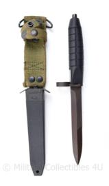 Zweedse M1965 bajonet Swedish M1965 bayonet met schede - 30,5 cm - origineel