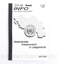 Handboek info voor militairen en hun achterban - Nederlandse Vredesmacht in Joegoslavië  6 juli 1993 - 21 x 15 cm - origineel