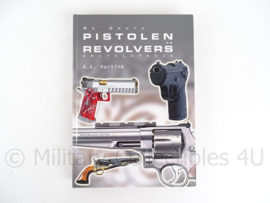 "Encyclopedie""Pistolen en revolvers  A.E.Hartink - origineel"