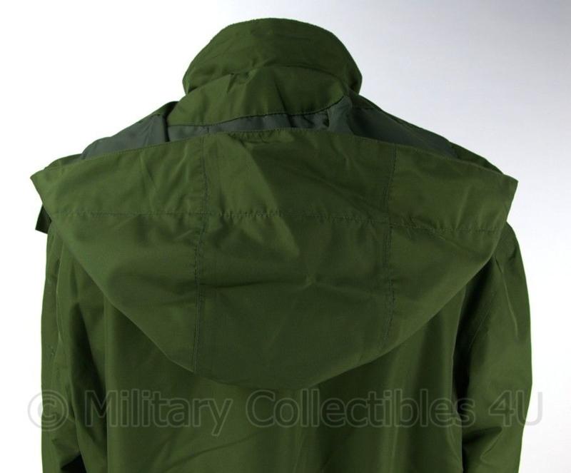 Nieuwe groene parka met fleece voering ongedragen merk