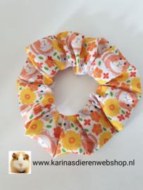 Haar Frutsel /  Scrunchie met Cavia Oranje Bloemen