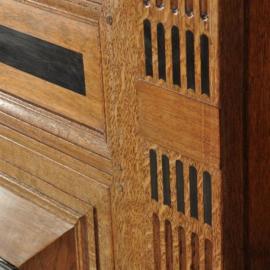 Antieke kasten / Gelderse kussnekast eiken met veel ebbenhouten details ca. 1680 (No.490150)