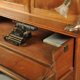"""Antieke kasten / 18e eeuws """"kantoortje"""" strak kabinet met schrijfla ca. 1775 (No.320852)"""
