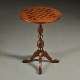 Antieke bijzettafels / Ronde ingelegde schaaktafel in notenhout ca. 1910 (No.390661)