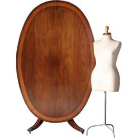 Antieke tafels / Reusachtige 8-persoons  tilttoptable in notenhout ca. 1920 ovaal (No.562214)