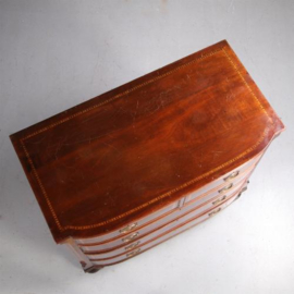 Antieke kasten / mahonie commode ca. 1880  met een gebogen front en ingelegde biezen (No.632011)