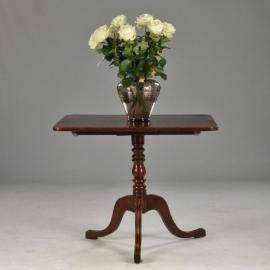 Antieke bijzettafel / wijntafel Engelse TIlt top table rechthoekig ca. 1850 op driepoot met cannelures (No801511)