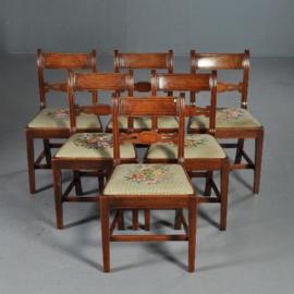 Antieke stoelen / stel van 6 eetkamerstoelen met 6 verschillende boeketjes (No.402553)