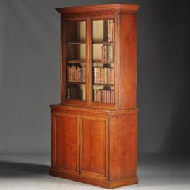 Antieke meubelen bibliotheek / beeldbank / archief