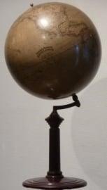 Antiek varia / wereldbol / aardglobe Dietrich Reimers op gedraaide houten voet 1920 (No98486)