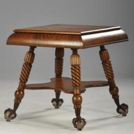 Antieke bijzettafels / Ameriaanse salontafel met metalen klauw op glazen bolpoten (No561006)