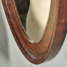 Antieke spiegels / Robuuste bewerkte ovalen spiegellijst ca. 1900 met facet geslepen rand (No.192352)