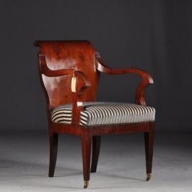 Antieke armstoel / Mahonie vroeg Biedermeier bureaustoel ca. 1820  (No662302)