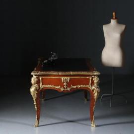Antieke bureaus / Zeer grote en  uitbundige schrijftafel zeer rijk van brons voorzien ca. 1930 (No.581657)