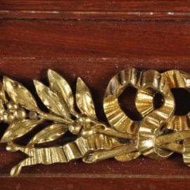 Antieke kasten / Louis seize stijl vintrinekast ca. 1910 met veel brons en inlegwerk (No.421358)