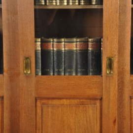 Antieke kasten / Hoge art deco boekenkast met 3 schuifdeuren  met 9 facetgeslepen ruitjes (No.155112)