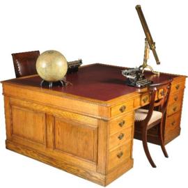 antieke bureaus / Fors partnerbureau ca. 1890 met 18 laden en rood ingelegd schrijfblad (No.390656)