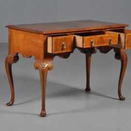 Antieke bureaus / wortelnoten schrijftafel / wandtafel / center table met drie laden 1880 Engeland (No.430622)